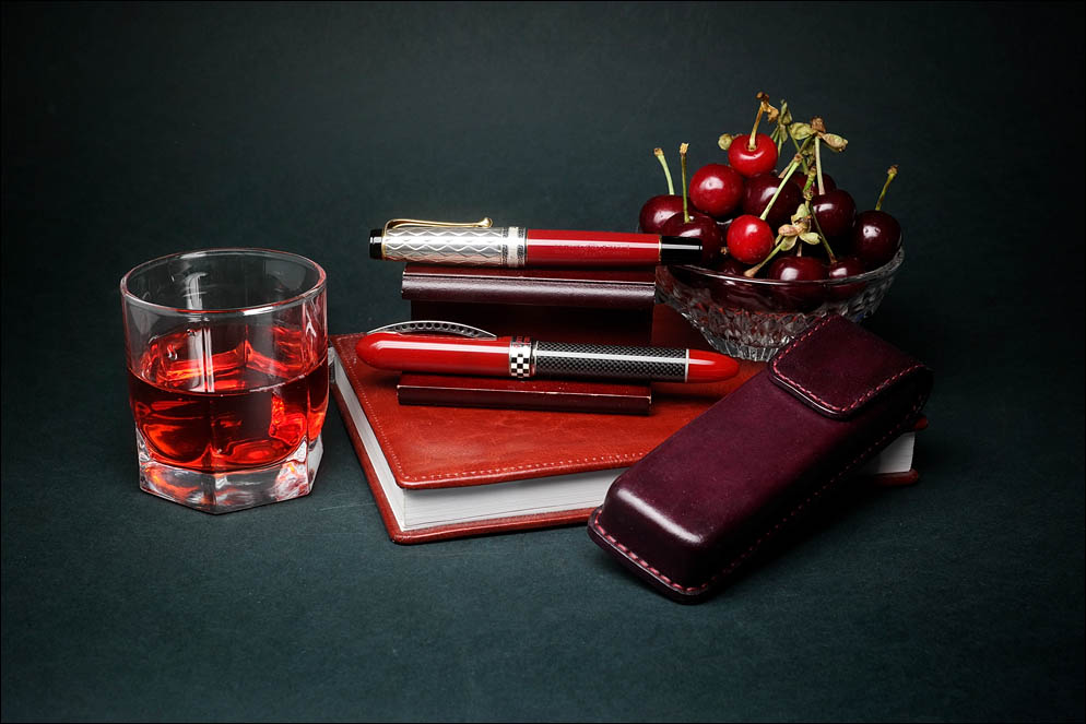 Bourgogne hard case with cherry. Lenskiy.org